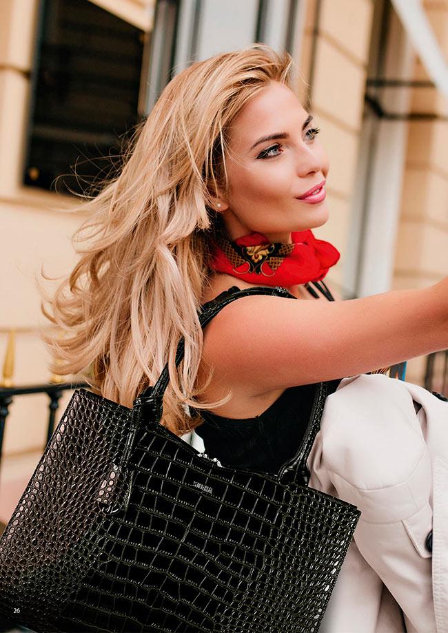 Natalie mit businesstasche von socha
